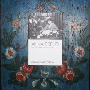Anna Freud bemalte Bauernmöbel