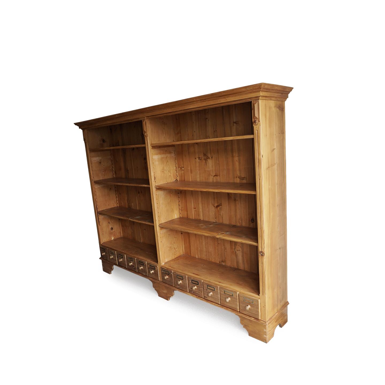 Bücherregal in Weichholz